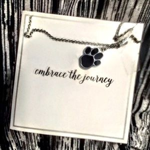 🐾 NWT Paw-print necklace